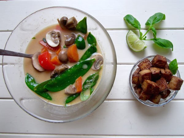 Thai red curry vegetable soup - ready in 30 mins! [vegan, GF, soy free, paleo] | veganchickpea.com