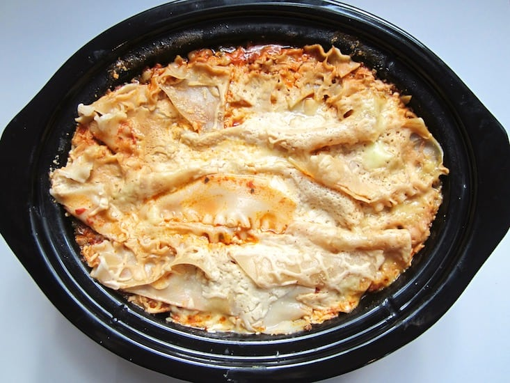 Vegan & Gluten Free Slow Cooker Lasagna Recipe - a crowd pleasing, easy recipe for your next family get together! {Soy free} | veganchickpea.com