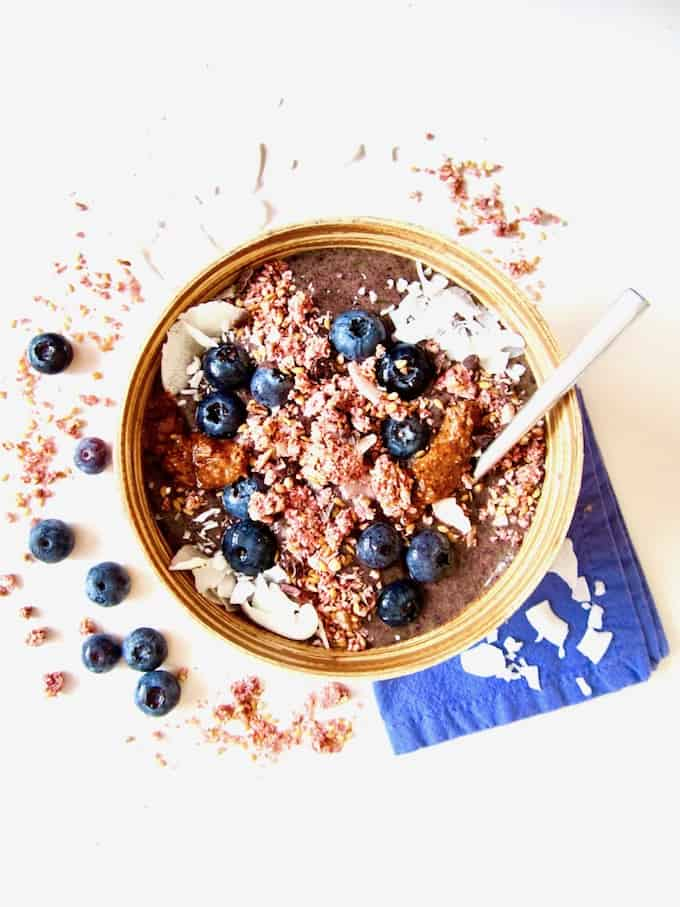A Superfood Guide + Vegan Superfood Smoothie Bowl with Maca & Blueberries