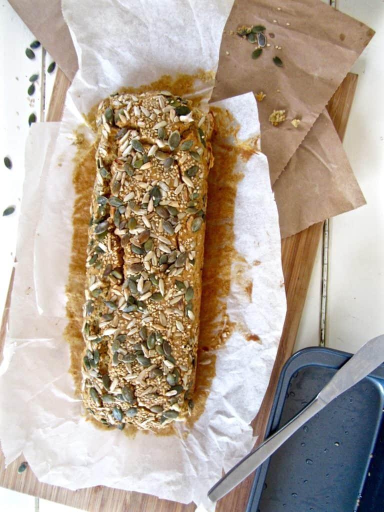 Hearty 5 Seed Bread - vegan, gluten / nut / refined sugar free! | veganchickpea.com