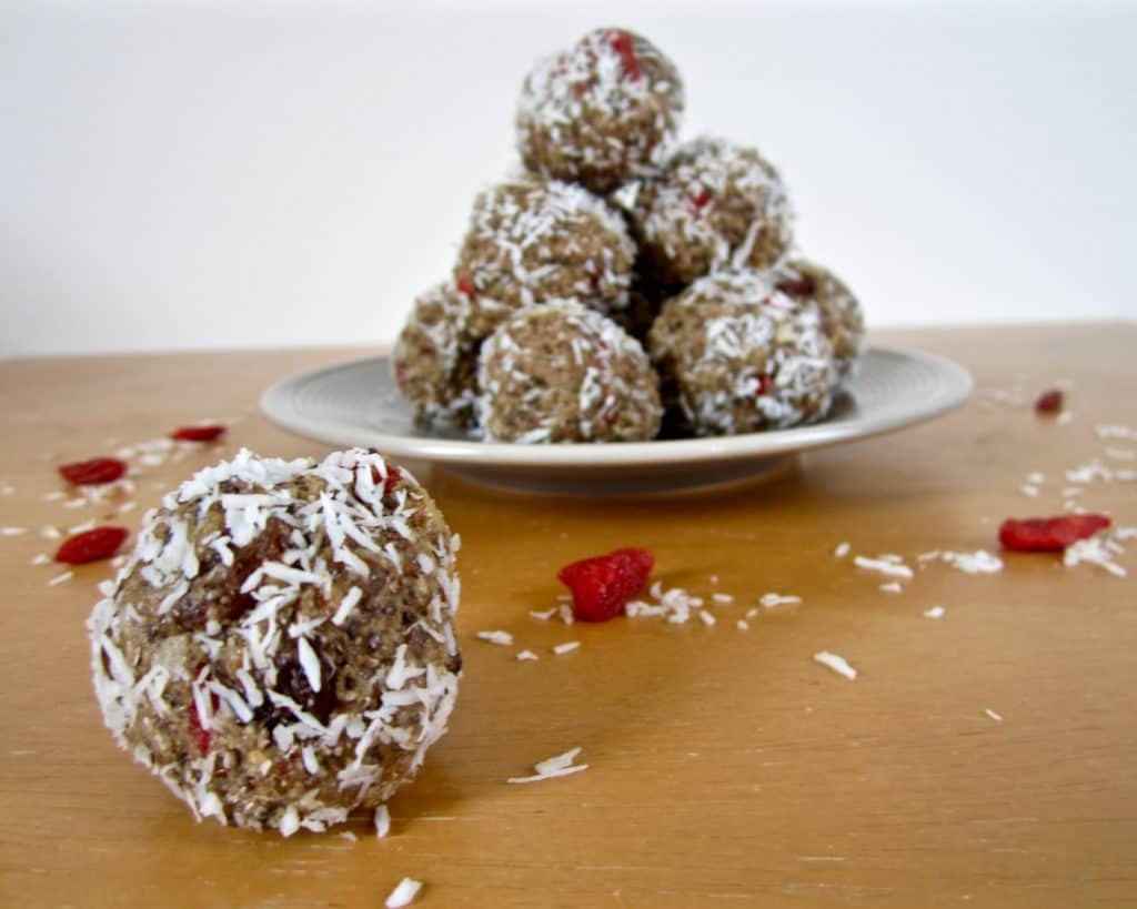 Tahini energy balls - quick & easy to make with 4 - 5 grams of protein each! vegan, gluten free, sugar free, paleo, raw option | veganchickpea.com