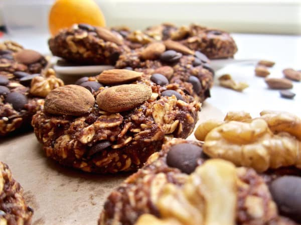 Healthy High Protein Chocolate Orange Oatmeal Cookies - no bake + refined sugar free + gluten free! | veganchickpea.com