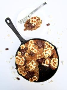 S'mores Oatmeal Cookie Skillet Cake recipe - This vegan and gluten free thick cookie cake is a hybrid between oatmeal bars and cookies, with chocolate chunks, marshmallows, oats, coconut flour and flavorful hints of cinnamon, nutmeg and ginger. A new spin on an old classic, perfect for summer or anytime of year! | veganchickpea.com