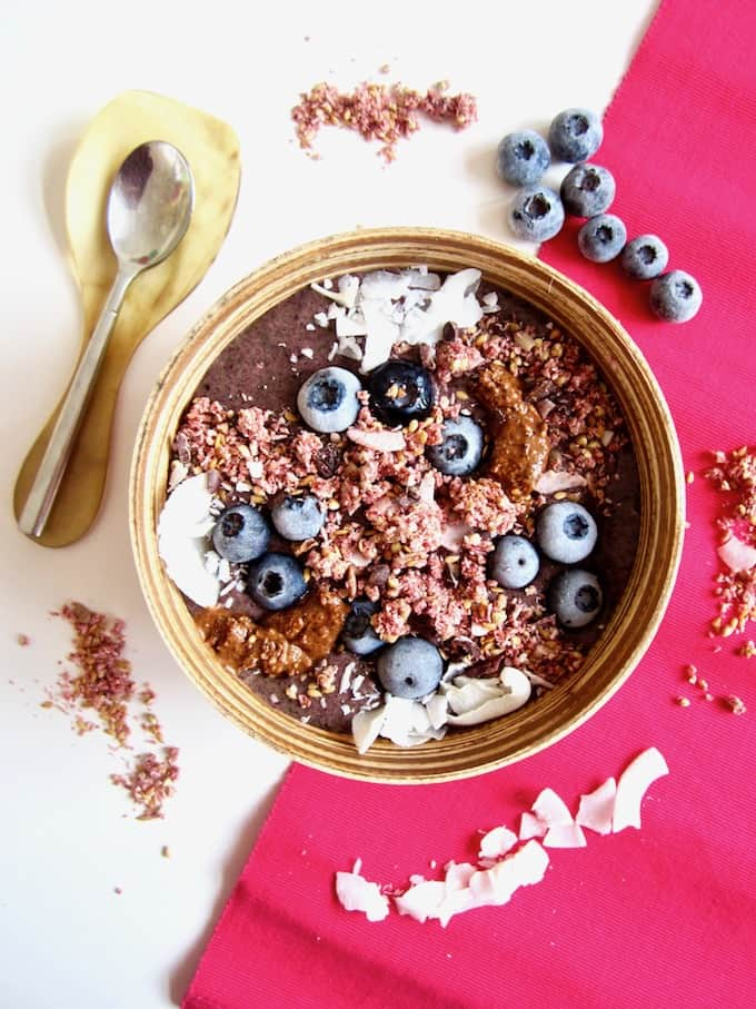 This vegan superfood guide includes a superfood list, their benefits, recipes with superfoods and how to create a delicious, healthy, customized superfood smoothie bowl!